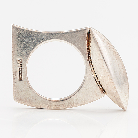 A sterling silver ring with a chalcedony. kaunis koru, helsinki.