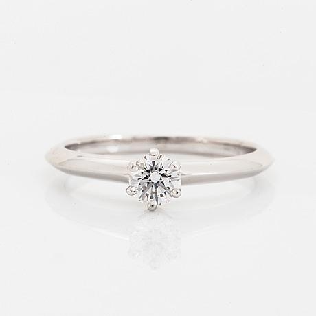 Tiffany & co, ring with brilliant-cut diamond.