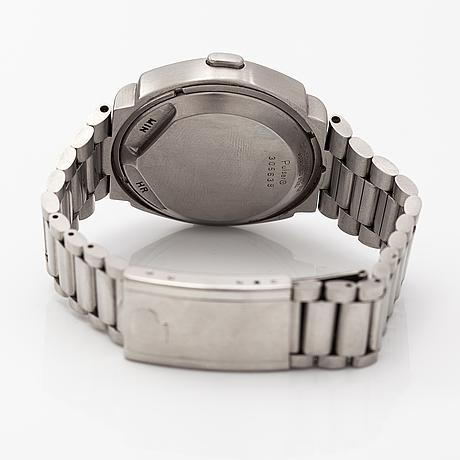 Pulsar, wristwatch, 40 x 32 mm.