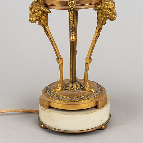 A bronze and marble table lamp, louis xvi style, first half of the 20th century.