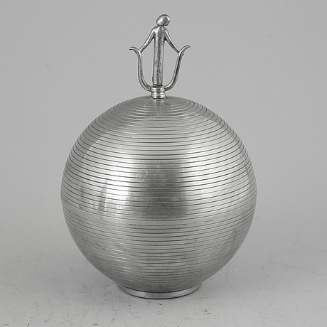 Sylvia stave, a pewter bowl with cover for c.g. hallberg, stockholm, sweden 1933.