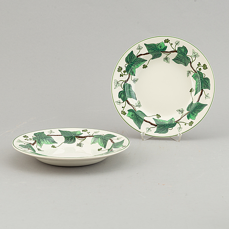 A part 'napoelon ivy' dinner and coffee service, wedgwood, england, second half of the 20th century (53 pieces).