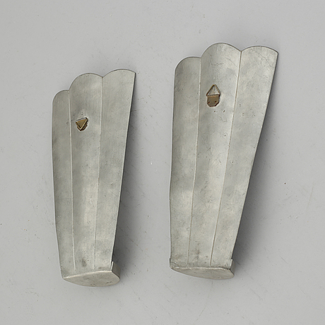 Firma svenskt tenn, a pair of pewter and brass wall sconces, sweden 1925.