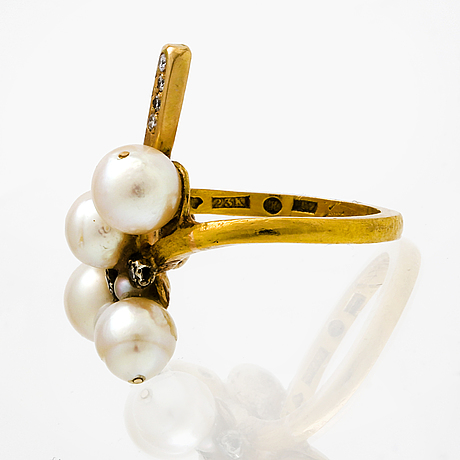 Ring 23k gold cultured pearls approx 4,5-7,5 mm and brilliant and single-cut diamonds.