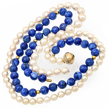2 necklaces, cultured pearls approx 7,5-8 mm and lapis lazuli approx 8 mm, clasp 18K gold, pearls need to be restrung.