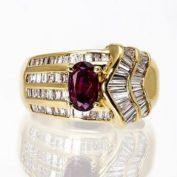 Ring 18K gold 1 ruby 0,90 ct baguette-cut diamonds 1,75 ct in total E-G VS1-SI1, GWLAB report.
