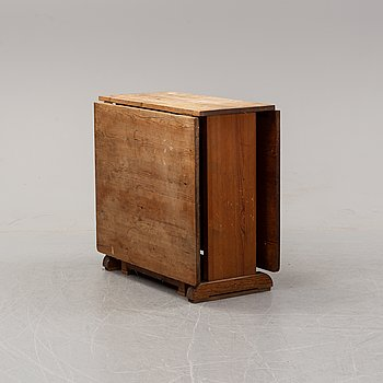 A pine gate leg table, 1930's-40's.
