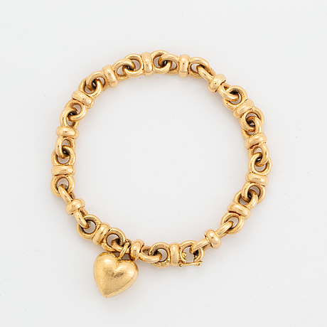 A jarl sandin bracelet in 18k gold set with a round brilliant-cut diamond.