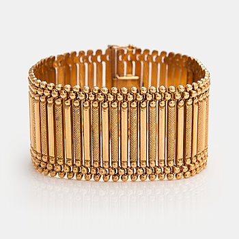 An 18K gold bracelet. Vicenza, Italy. Mid 20th century.