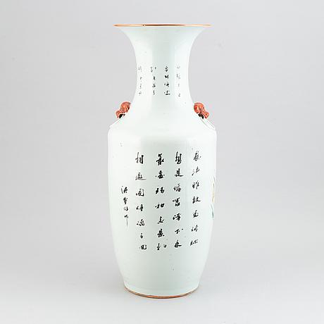 Golvvas, porslin. kina, 1900-tal.