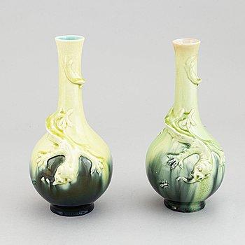 Vaser ett par, keramik, Rörstrand, tidigt 1900-tal.