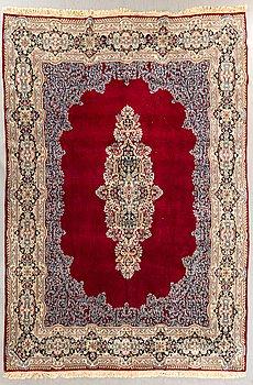 A semiantique Kashan carpet ca 347 x 258 cm.