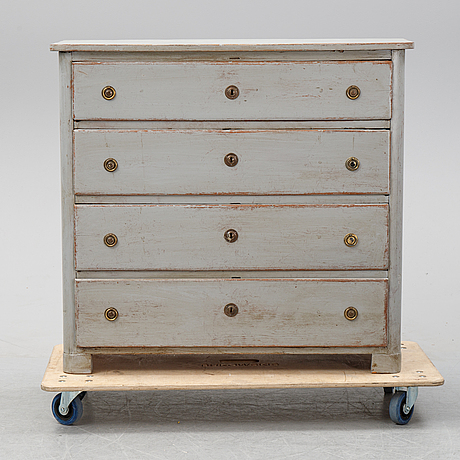 A painted chest of drawers, middle of the 19th century.