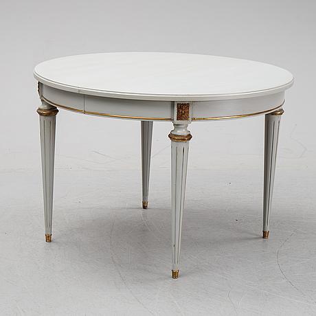 Matbord, gustaviansk stil,  1900-talets andra hälft. två iläggsskivor medföljer.