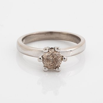 Brown brilliant-cut diamond ring.