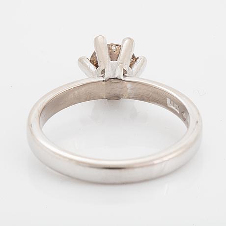 Brown brilliant-cut diamond ring.