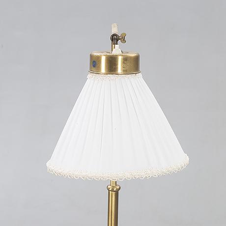 Josef frank,  golvlampa modellnr 1842 för firma svenskt tenn 1900-talets mitt.