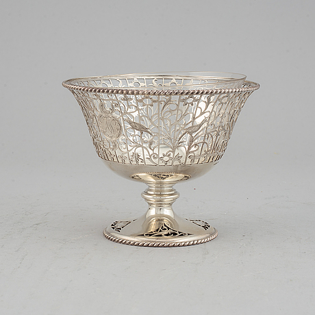 A sterling silver bowl, mark of william hutton & sons ltd, swedish import mark k anderson, stockholm 1913.