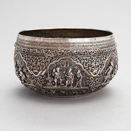 A silver bowl from around the turn of the 20th century, presumably from india.