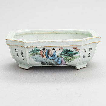 A Chinese jardinière, 20th century.