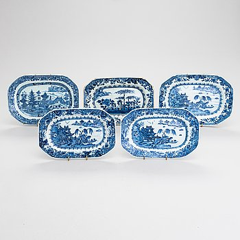 Five Chinese porcelain serving dishes, 18th century.