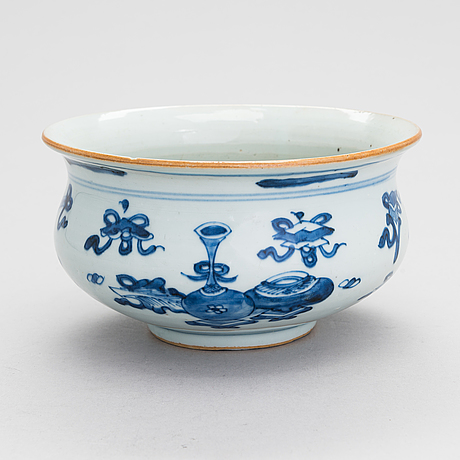 A chinese porcelain censer, 18th-century.