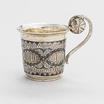 A Russian charka vodka cup in parcel-gilt silver and niello, Moscow mid-19th century.