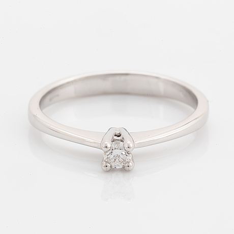Brilliant-cut diamond solitaire ring, with report hrd.