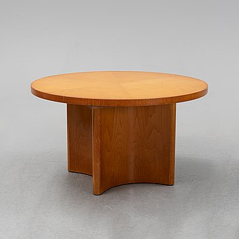 An elm veneered coffee table, 1930's/40's.