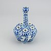 A blue and white tulip vase, qing dynasty, guangxu (1872-1908).