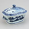 A blue and white tureen with cover and an export porcelain serving dish, qing dynasty, qianlong (1736-95).