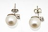 Earrings 18k whitegold 2 cultured pearls approx 10 mm and 2 brilliant-cut diamonds approx 0,15 ct.
