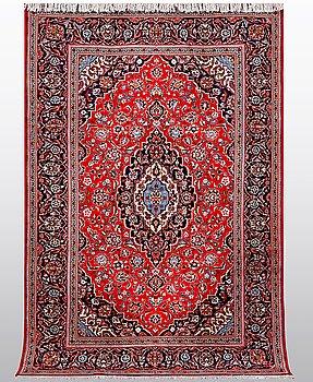 A carpet, Kashan, ca 284 x 195 cm.
