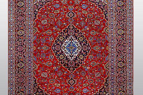 A carpet, kashan, ca 348 x 257 cm.