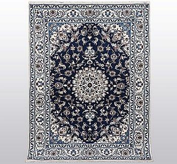 Matto, Nain, part silk, 9 LAA, ca 243 x 170 cm.