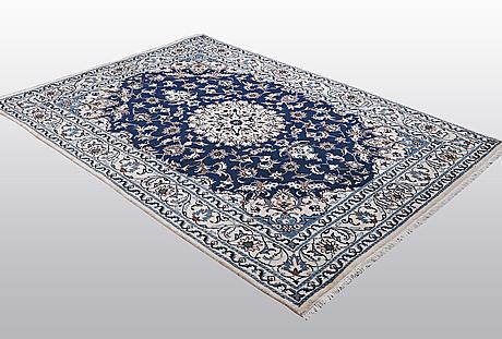A carpet, nain, part silk, 9 laa, ca 243 x 170 cm.