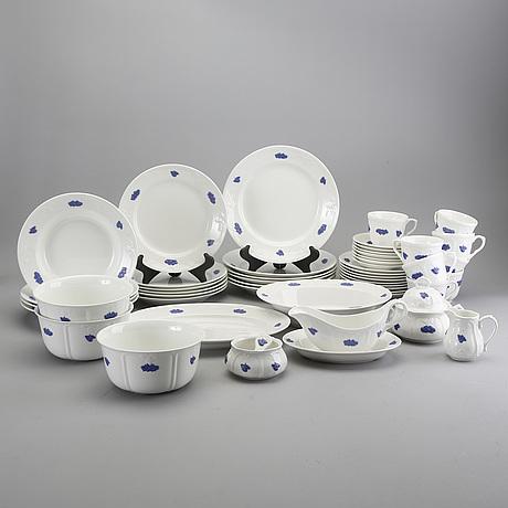 A blå blom porcelain 44 pcs dinner service from gustavsberg later part of the 20th century.