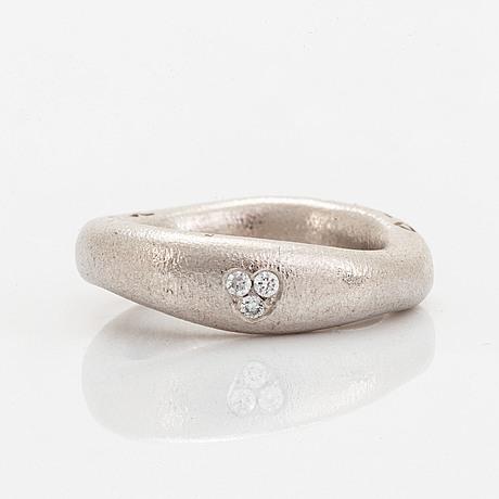 "Ole lynggaard ""love ring"" with brilliant-cut diamonds."