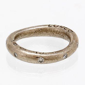 "Ole Lynggaard ring 18K vitguld med 9 briljanter 0,18 ct totalt TW VS, ""Love Collection""."