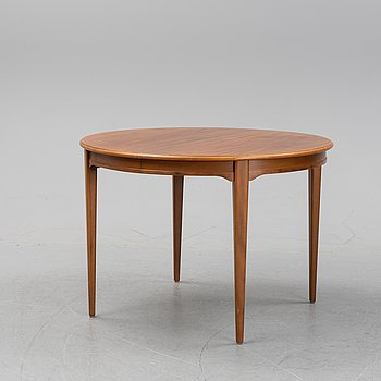 A walnut veneered dining table, second half of the 20th Century.