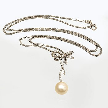 Pendant with chain, 18K whitegold, 1 cultured pearl and brilliant-cut diamonds, total length approx 47 cm.