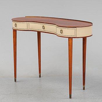 A dressing table, Halvdan Petterssons Möbelfabrik Tibro, Sweden, mid 20th century.