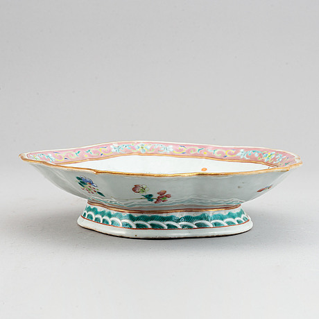 A famille rose footed dish, qing dynasty, 19th century.