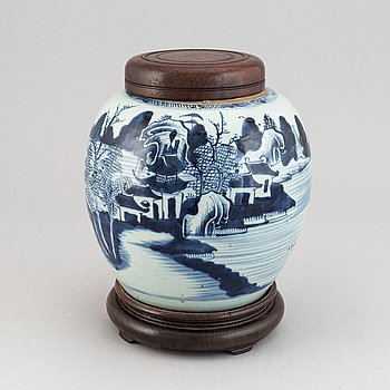 A blue and white jar with wooden cover and stand, Qing dynasty, Qianlong (1736-95).