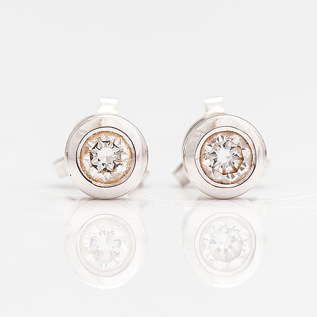 A pair of 18k white gold earrings with diamonds ca. 0.42 ct in total.