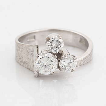Three brilliant-cut diamond ring.