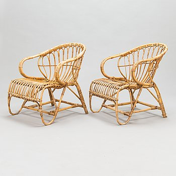 A pair of 1950/60s rattan lounge chairs.