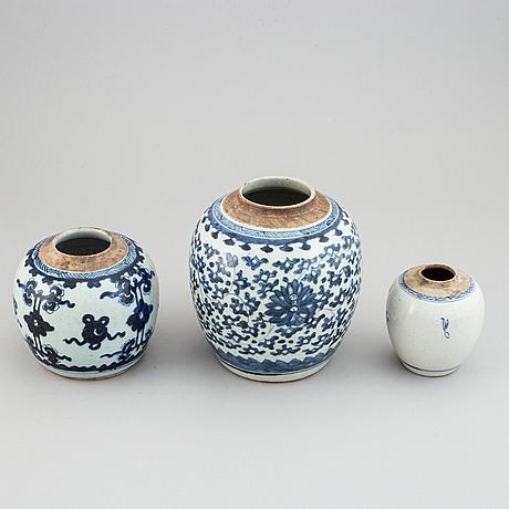 Krukor, tre stycken, porslin. qingdynastin, 1800-tal.
