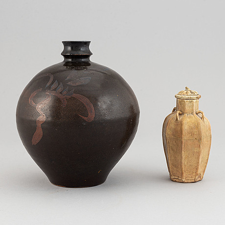 Two song style vases, china, 20th century.