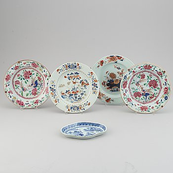 Five famille rose, imari and blue and white export porcelain dishes, Qing dynasty, Qianlong (1736-95).